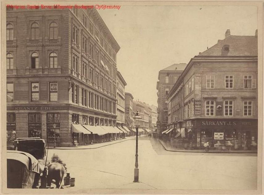 1880 táján a Waitzner Gasse (Váci utca) a Gizella (Vörösmarty) tér felől, 5. kerület