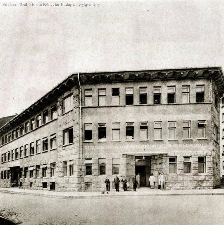 1942, Kapás utca, az orvosi rendelő