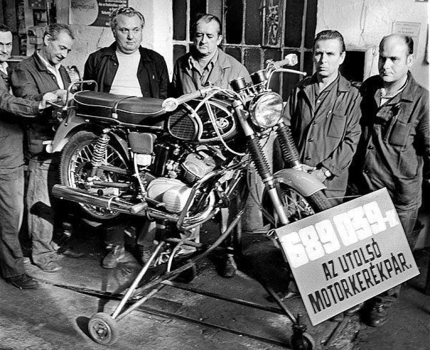 1975, Csepel Művek, a  Csepeli Motorkerékpárgyár, 21. kerület