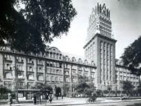 1930-as évek, Fiumei út, az OTI székház a toronyórával , 8. kerület