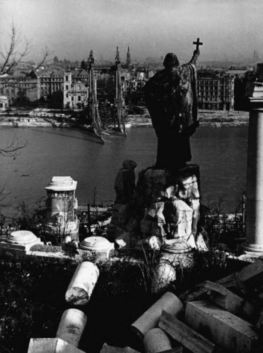 1945, a felrobbantott régi Erzsébet híd, 1. kerület