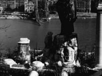 1945, a felrobbantott régi Erzsébet híd, 5. , és 1. kerület