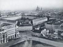 1895, (1898-tól Szabadság tér), az Újépület