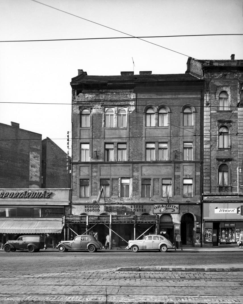 1957, Baross tér 19.