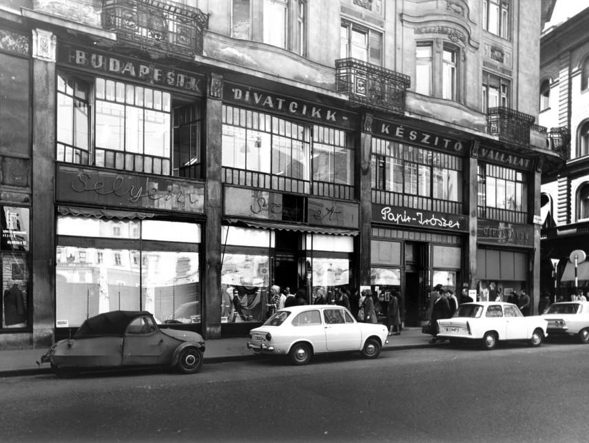 1971, Petőfi Sándor utca 18., 5. kerület