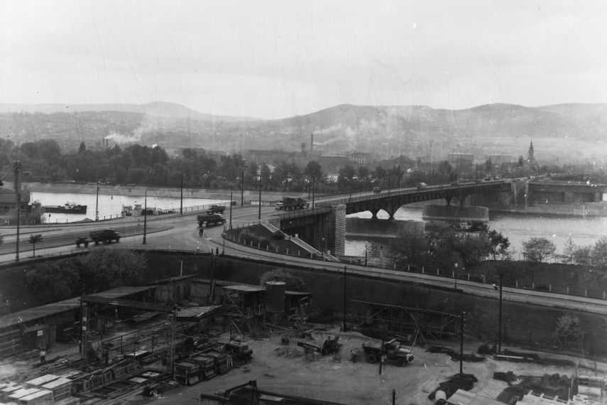 1960-as évek, az Árpád híd pesti hídfője, Népfürdő utcai felhajtó, 13. kerület