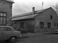 1966, Jász utca 76., és az AUTÓKER elosztótelep közös kapuja