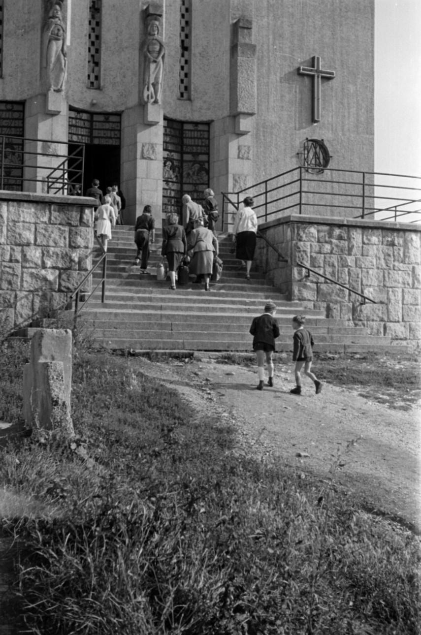 1955, Máriaremetei út, 2. kerület
