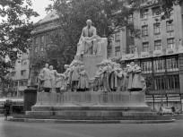 1958, Vörösmarty tér, Vörösmarty Mihály szobra, 5. kerület