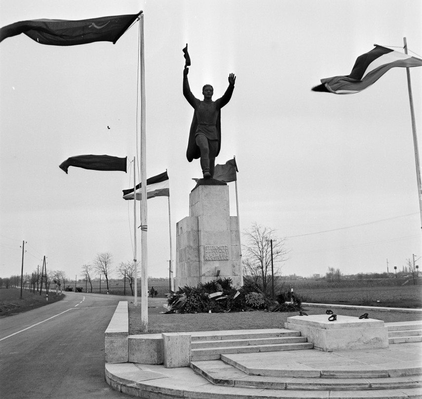 1968, Vecsés, a Fő út és a Ferihegyi Repülőtérre Vezető út találkozásánál