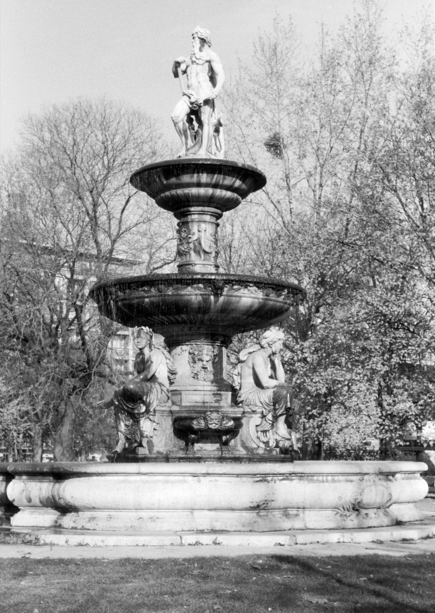 1980, Engels (Erzsébet) tér, a Danubius-kút, 1. kerület