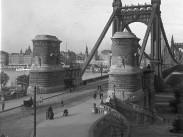 1912, a Régi Erzsébet híd budai hídfő