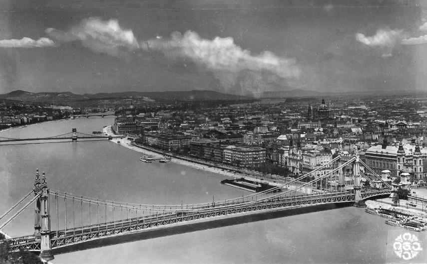 1943, Eskü tér, 4. (1950-től 5.) kerület