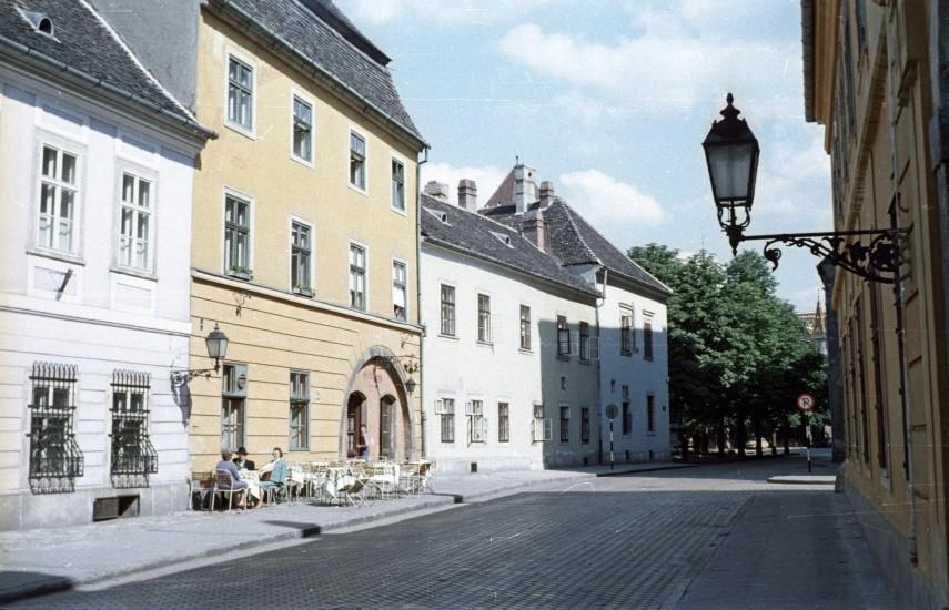 1963, Fortuna utca