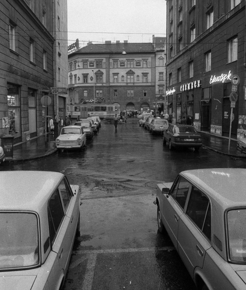 1990, Corvin (Kisfaludy) köz, 8. kerület