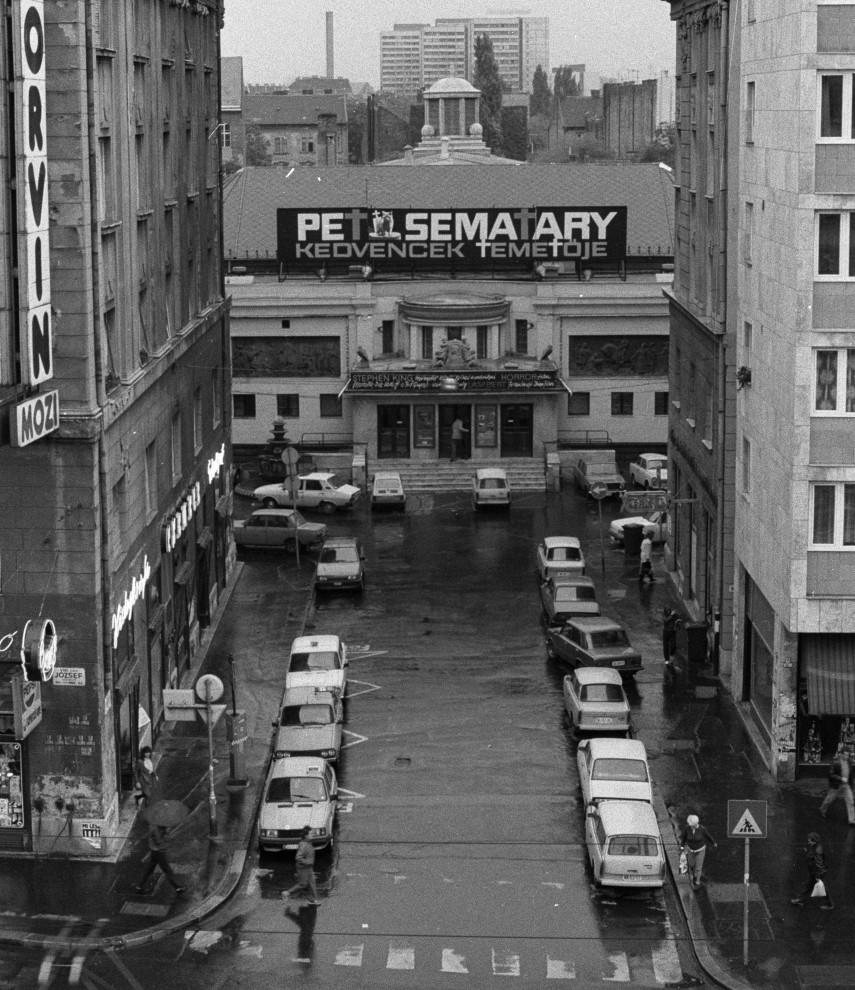 1990, Kisfaludy (Corvin) köz, 8. kerület