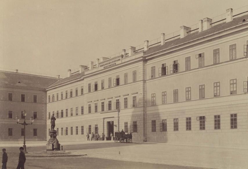 1890-es évek, Nádor (Kapisztrán) tér, a  Nándor laktanya