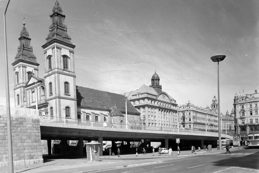 1965, Március 15. tér a Szabad sajtó út felé nézve, 5. kerület