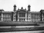 1890-es évek vége, Országház tér, a Magyar Királyi Kúria, (1950-óta) 5. kerület