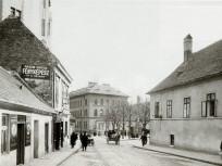 1920-as évek Batthyány utca, háttérben a Mária tér, 1. kerület