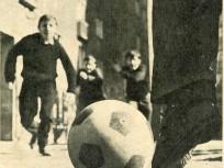 1970-es évek, a 37 Ft, 60 filléres labda, a játszótereken és mindenhol...