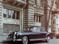1965, Szabadság tér 15. számú ház előtt, 5. kerület