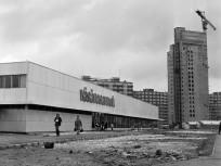 1975, Páskomliget utca és a VÁSÁRCSARNOK, 15. kerület