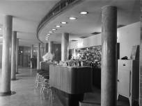 1959, Ferihegyi repülőtérre vezető út, Ferihegyi repülőtér, a tranzit szálló bárja