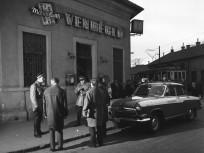 1967, Halom utca - Kőrösi Csoma sétány (ekkor út) mára elbontott saroképülete, 10. kerület
